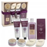 Black Currant Bath Set in Wooden Gift Box